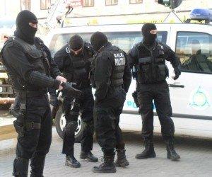 Descinderi cu mascaţi la Arad: evaziune fiscală şi  spălare de bani de zeci de milioane de euro