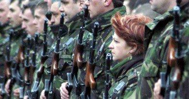 Tinerii arădeni, încurajaţi spre carieră militară