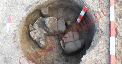 Aşezare din epoca bronzului pe traseul autostrăzii: printre altele, a fost descoperit un vas pentru făcut untul