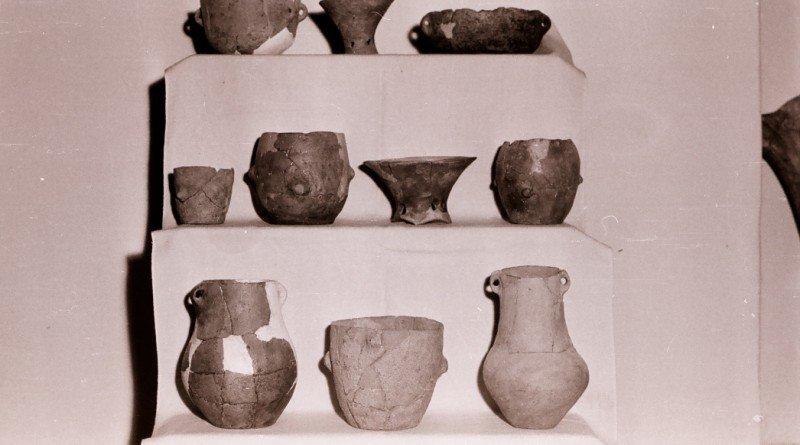 10-vase-ceramice-eneolitice-descoperite-in-situl-de-la-sanpfilename_1etru-german