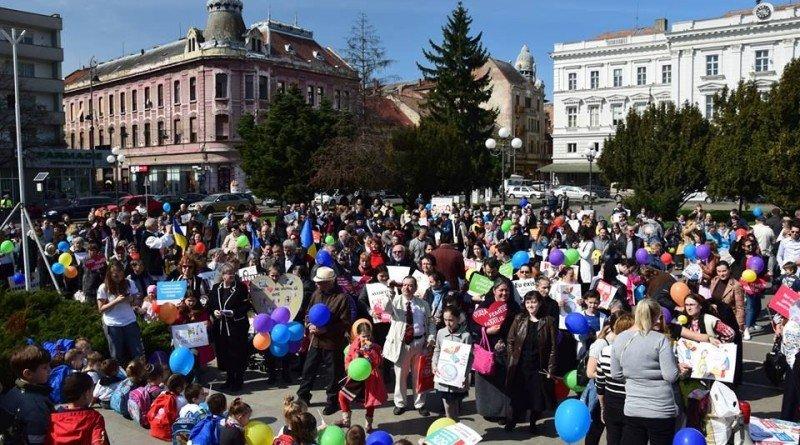 """Cea de a VI-a ediție a """"Marșului pentru viață"""" a avut loc de Bunavestire; la Arad au participat aproape o mie de credincioși"""