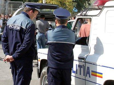 Citeva sute de muncitorii de la SC Nicolina SA Iasi au protestat, luni, in fata societatii cerind acordarea salariilor restante de 10 luni.