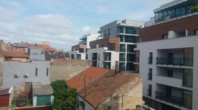 Locatarii de la blocurile învecinate Arad Plaza își exprimă nemulțumirile